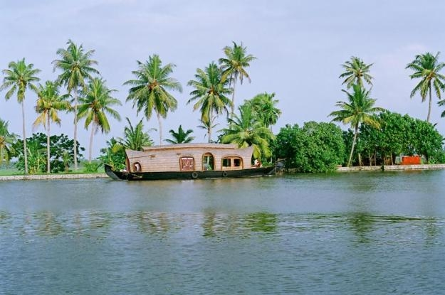 Tour Package - SHORT KERALA HONEYMOON