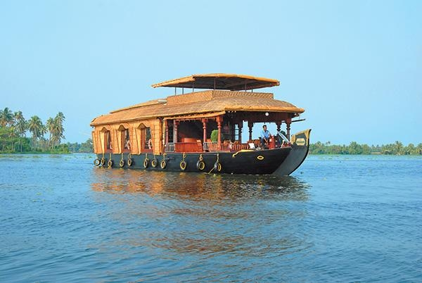 Tour Package - Kerala Tour Package - Hill station & Backwater Holidays for 05 Nights